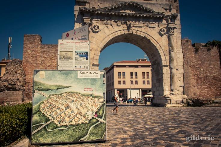 L'Arc d'Auguste et plan de la ville romaine de Rimini