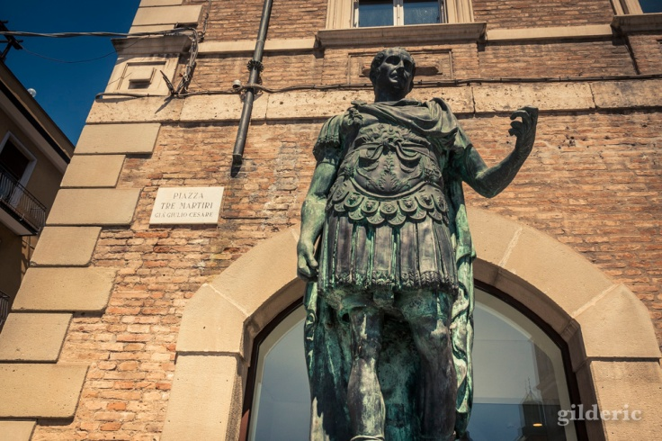 Statue de Jules César (Place des 3 Martyrs, Rimini)