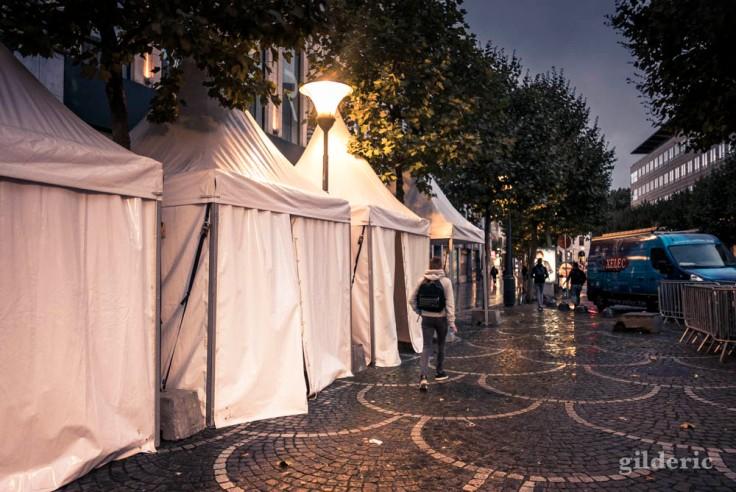 Un matin avant la fête, Place Saint-Lambert (Liège)