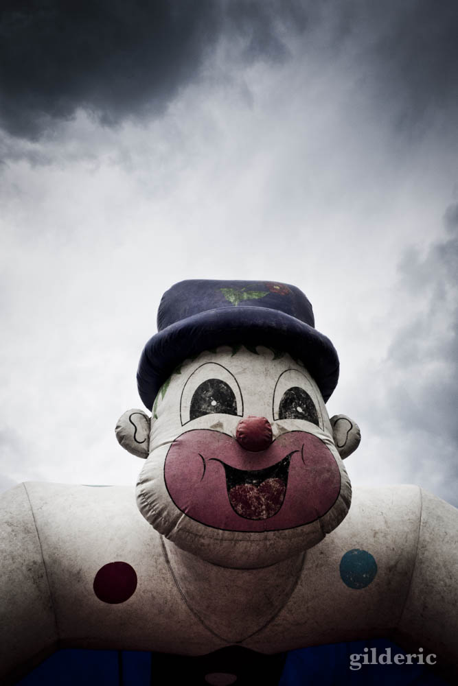 Le clown flippant (ballon gonflable)