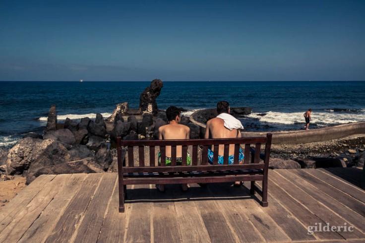 Adolescents sur un banc (Tenerife, Canaries)