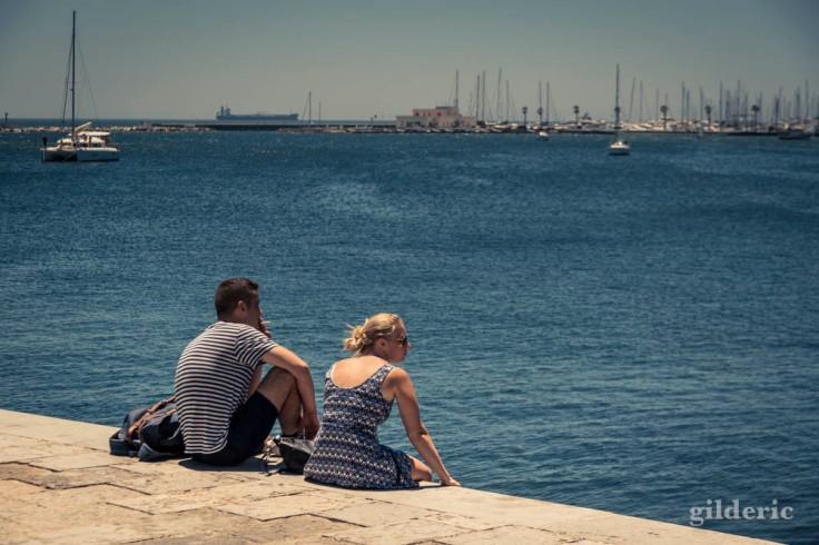 Couple rêvant devant la mer (Cascais, Portugal)