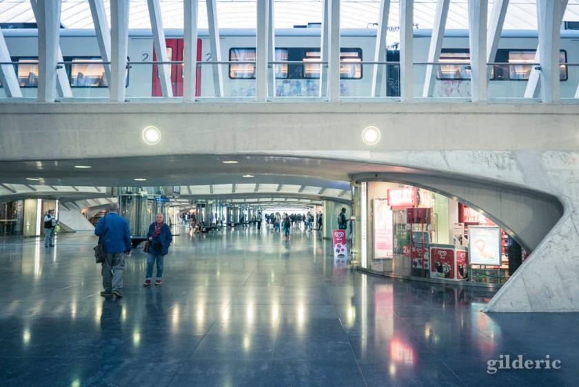 A l'intérieur de la gare Liège-Guillemins