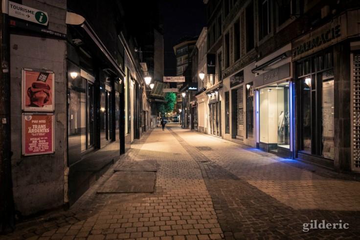 Matin de grève : rue Saint-Paul déserte (Liège)