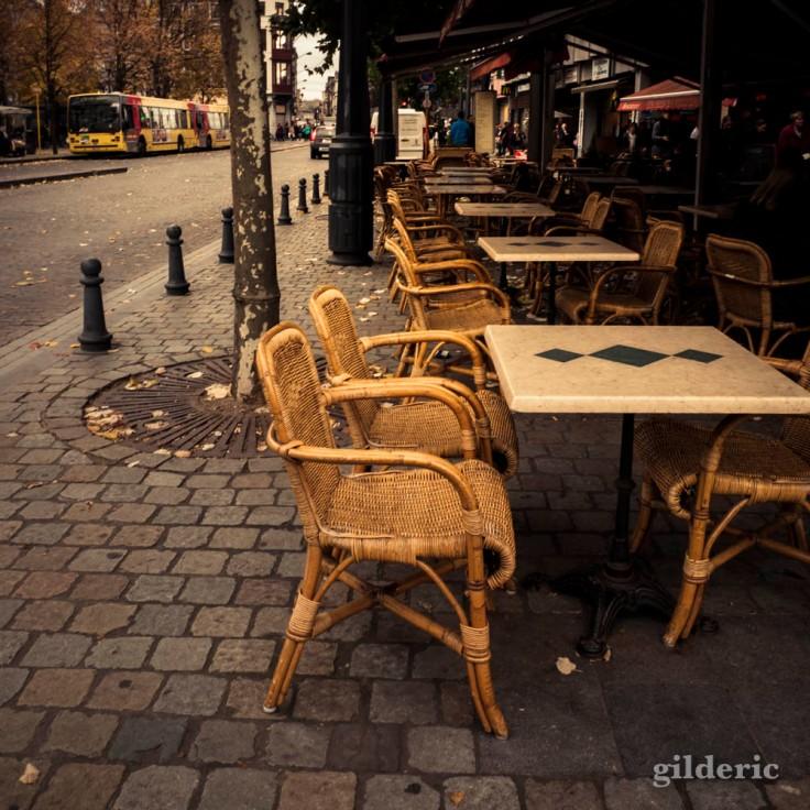 Terrasse de café en automne