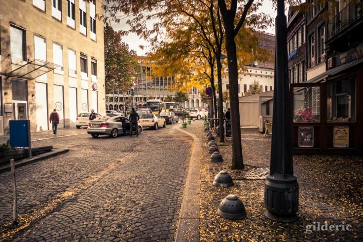 Ambiance d'automne... (photo de rue à Liège)