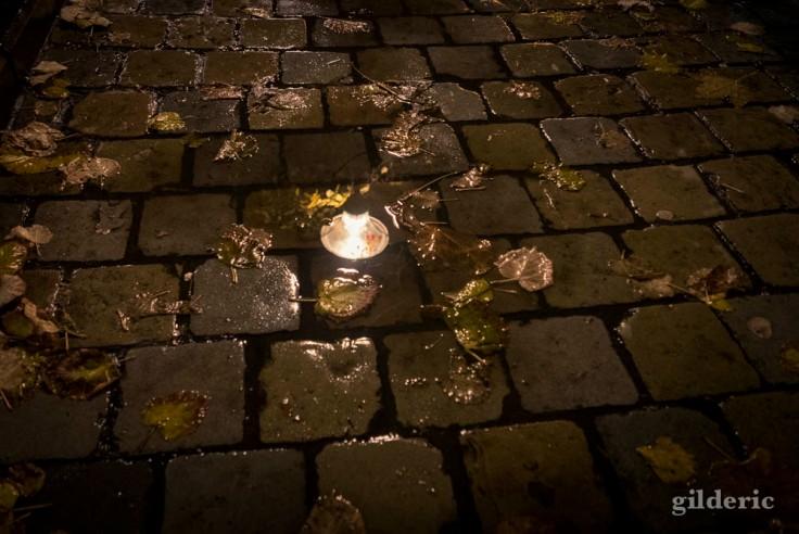 Lampe, reflet et flaque d'eau (Liège, Belgique)
