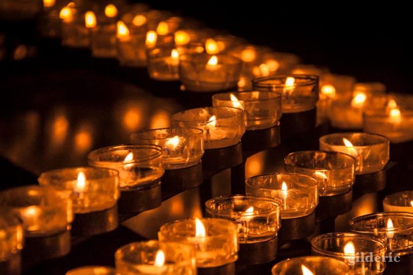 Bougies allumées dans la Cathédrale de Cologne