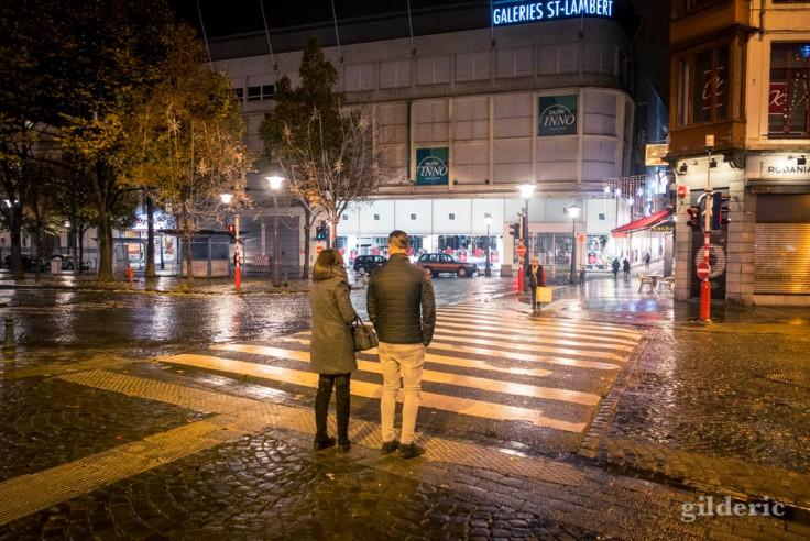 Un couple, le soir, en ville (Liège 2017)