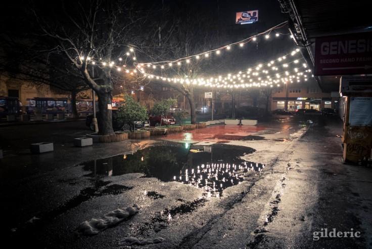 Lumières dans la nuit du Nouvel An à Bratislava