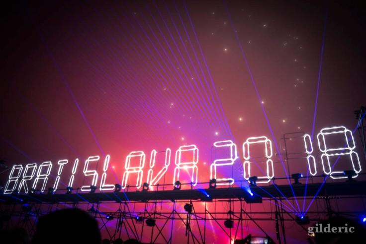 Bonne année (feu d'artifice du Nouvel An à Bratislava)