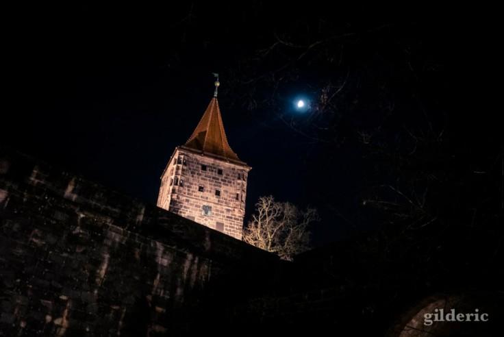 Le château de Nuremberg (sous la lune)