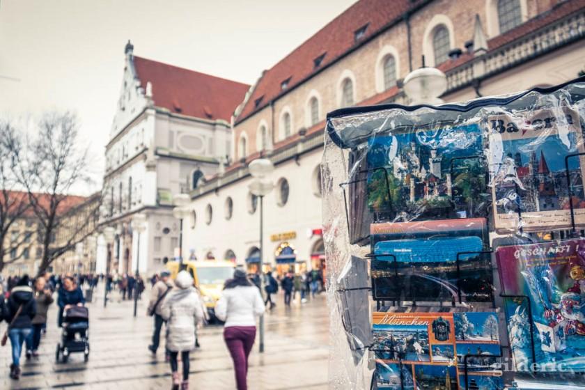 Cartes postales et pluie à Munich