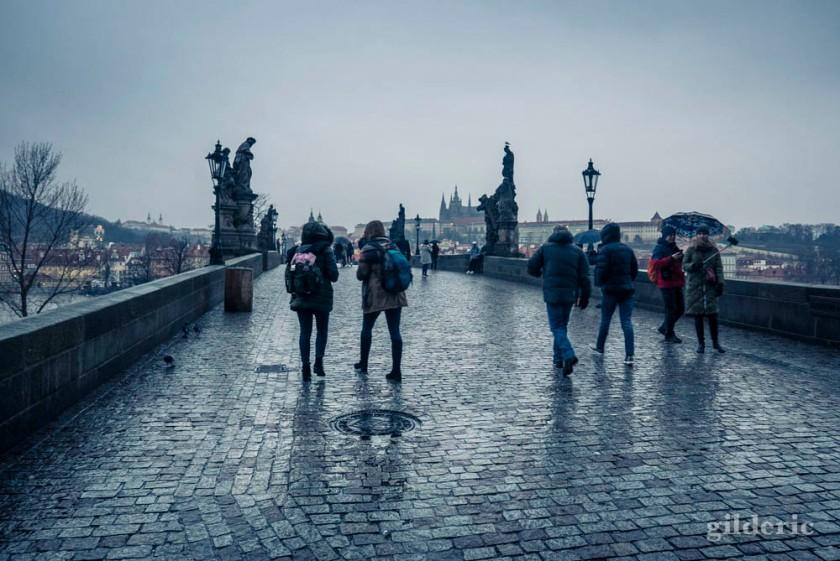 Le Pont Charles sous la pluie (Prague)