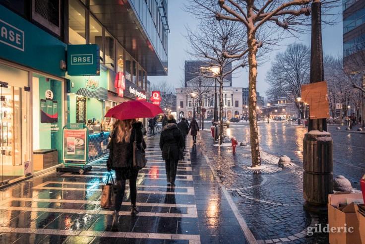 Scène de rue sous la neige (Liège)