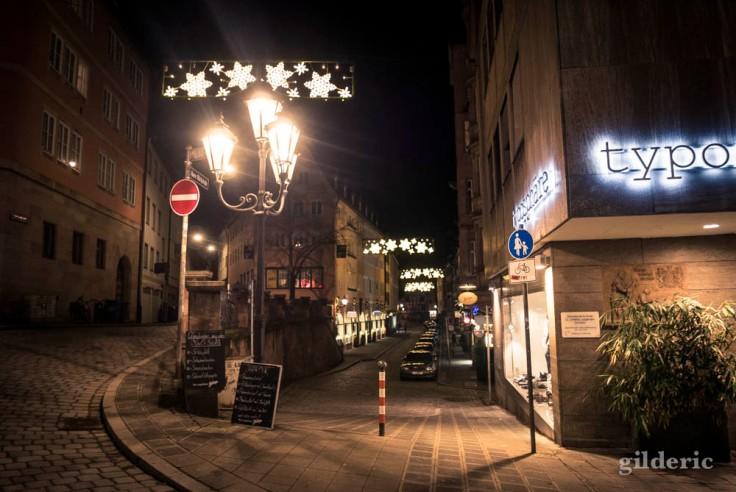 Magasin et lumières de Noël à Nuremberg
