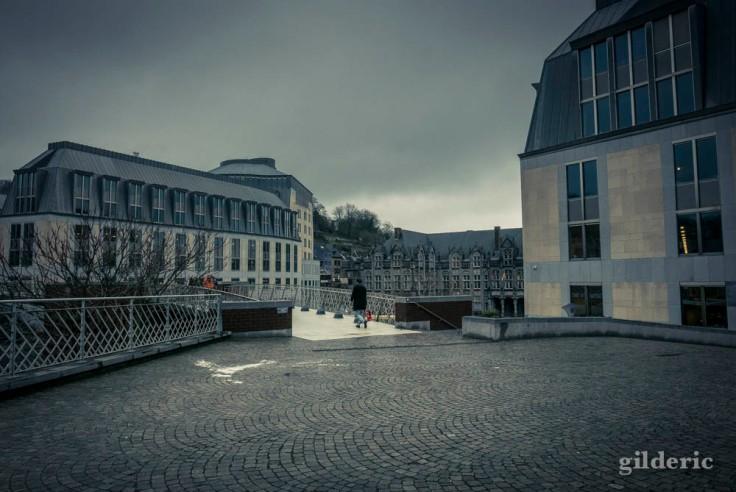 Passerelle de la Principauté sous la pluie (Liège)