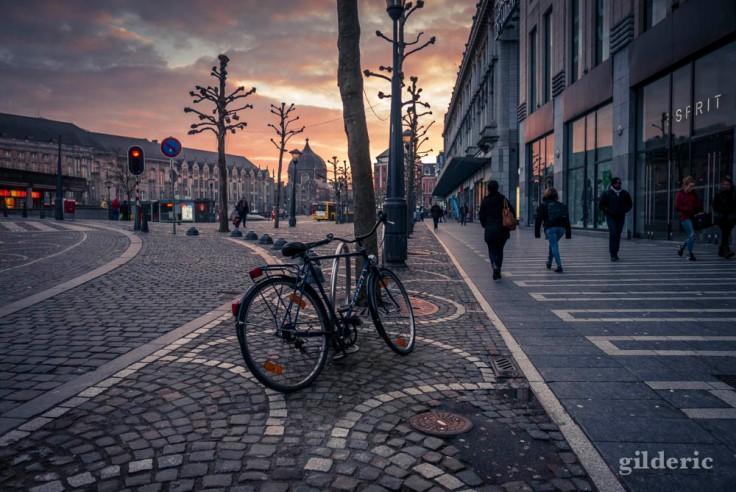 A vélo ou à pied, un matin place Saint-Lambert (Liège)