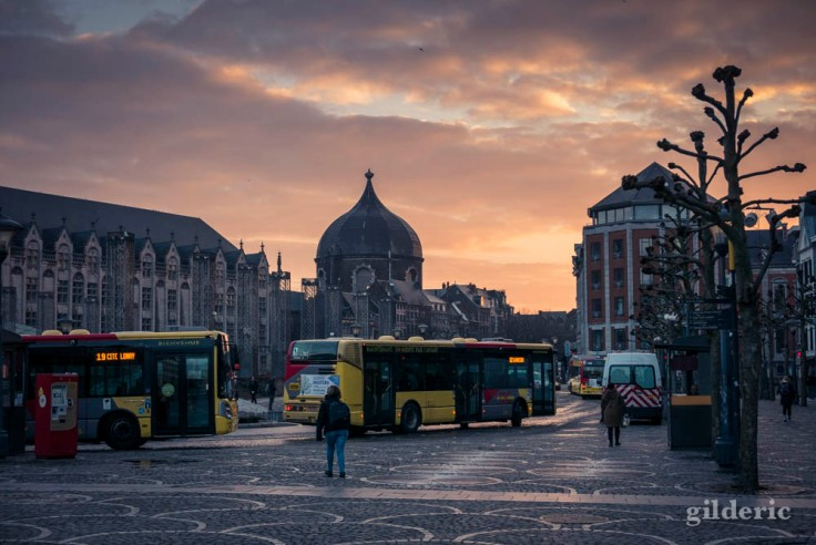 Bus au petit matin, place Saint-Lambert à Liège