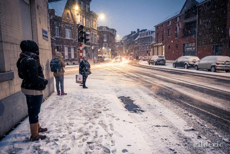 Pagaille en rue sous la tempête de neige (Liège)