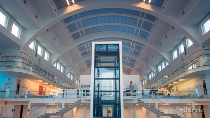 La Cité Miroir : cage d'ascenseur et espace d'exposition