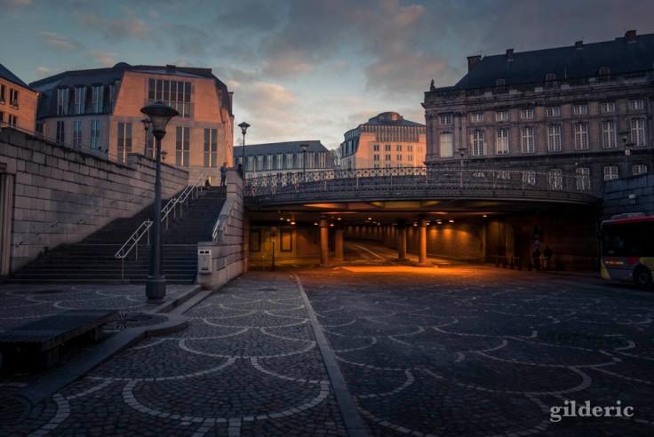 Place Saint-Lambert sous le soleil matinal (à Liège)