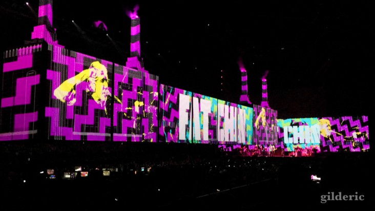 "Roger Waters ""Us + Them Tour"" live à Anvers : Pigs"