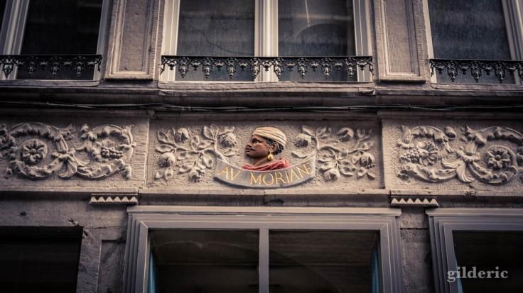 """La Rue aux enfants en Neuvice (Liège) : enseigne """"Au Moriane"""""""