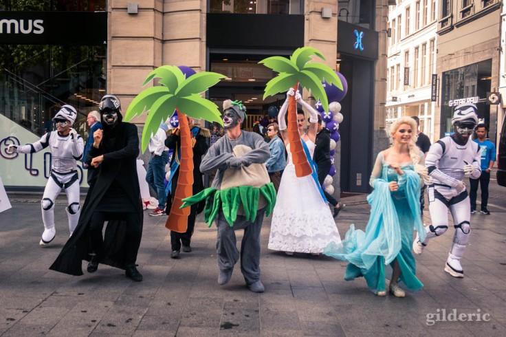 Street show sur le Meir à Anvers : Kylo Ren, Baloo et Elsa