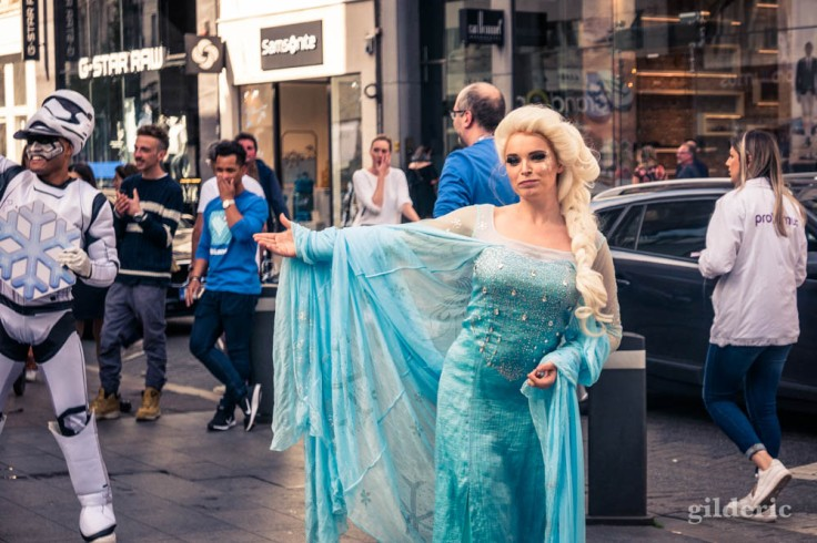 Street show sur le Meir à Anvers : Elsa Reine des Neiges