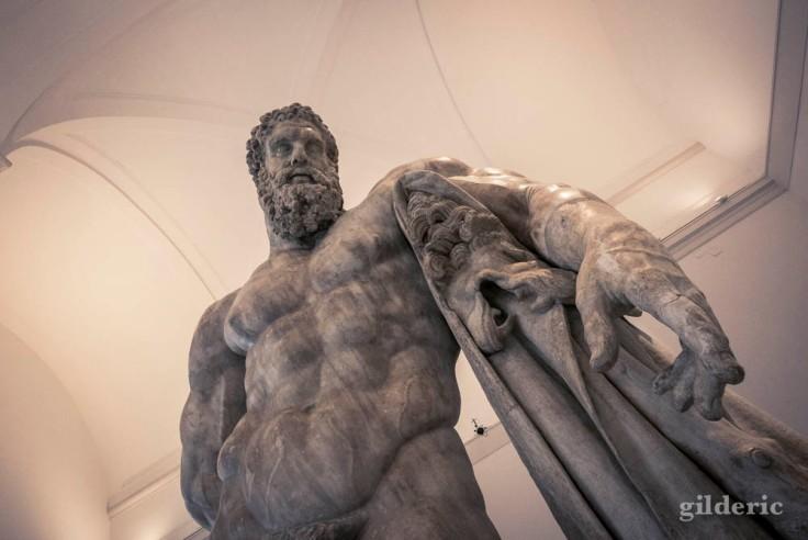 Hercule Farnèse, un des chefs-d'oeuvre du musée archéologique national de Naples