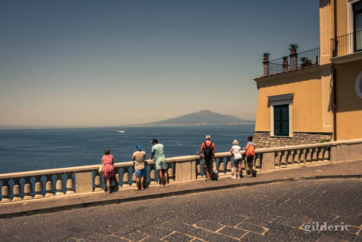 Un splendide point de vue sur la baie de Naples à Sorrente