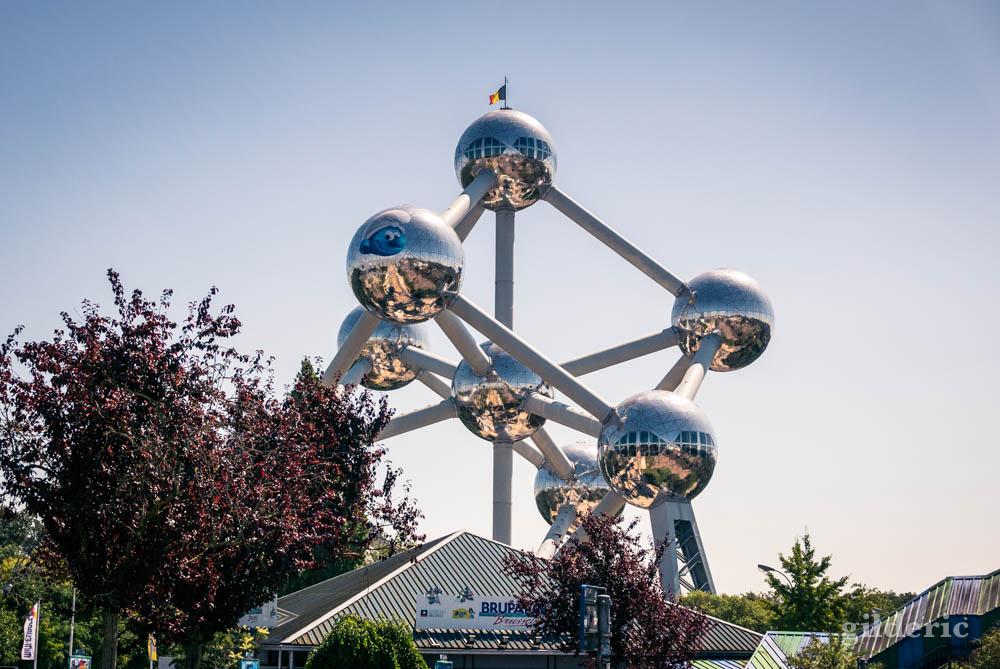 L'Atomium célèbre les Schtroumpfs à sa façon