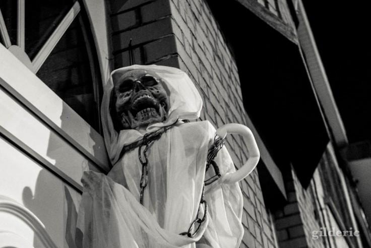 Photographier Halloween : squelettes et décorations de maisons