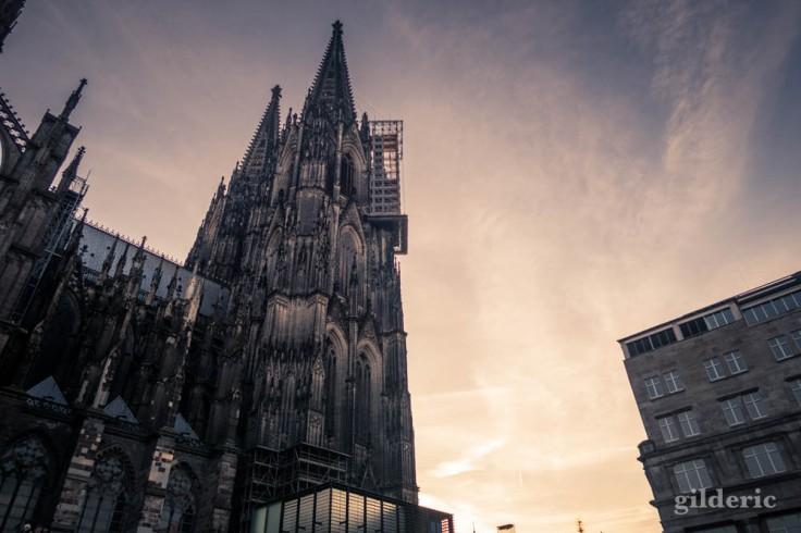 La Cathédrale de Cologne, à côté de la gare