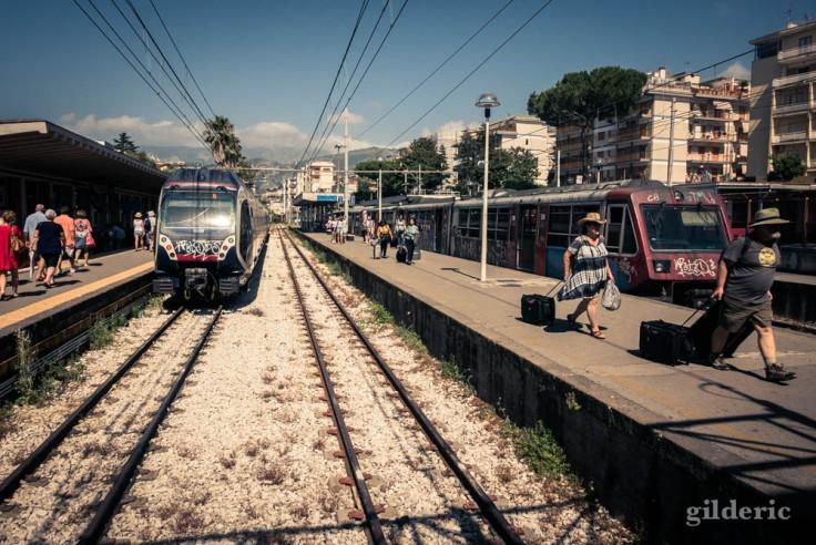 Les quais de la gare de Sorrente