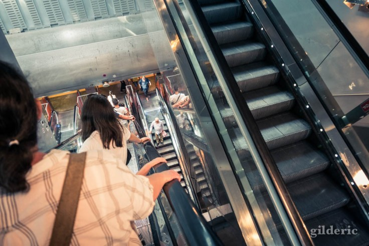 Les escalators de la gare centrale de Napoli Centrale