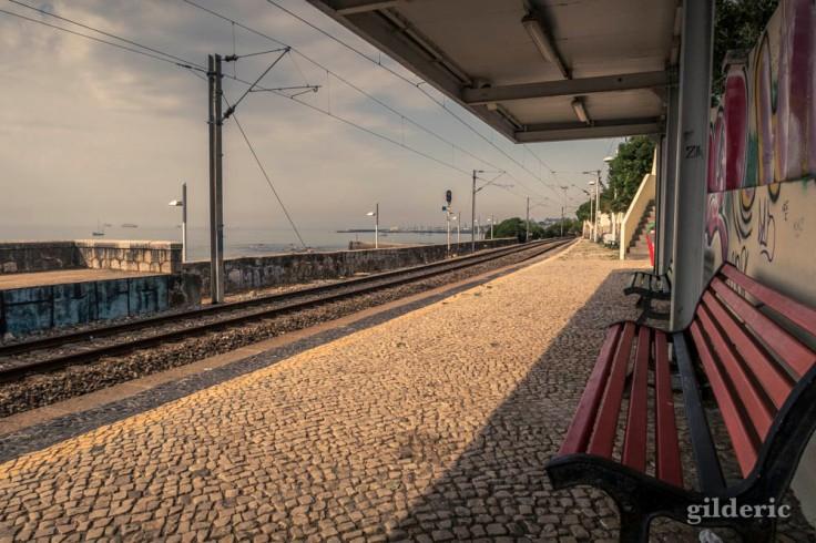 Estoril, une petite gare au bord de l'océan