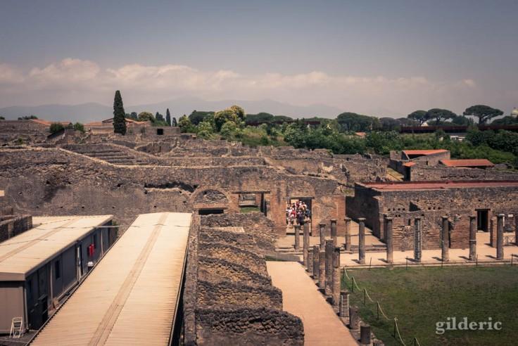 Grand Théâtre et caserne des gladiateurs à Pompéi
