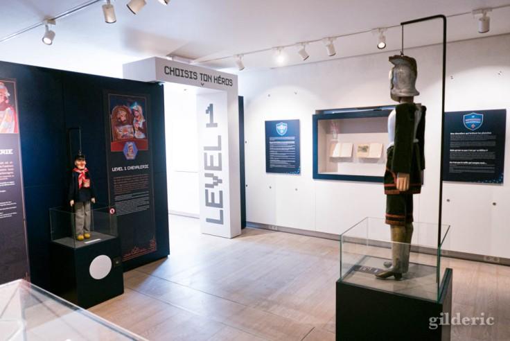 """Exposition """"Super Marionnettes"""" au Musée de la vie wallonne : scénographie et début de l'expo"""