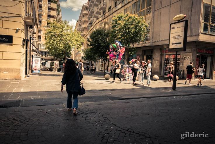 Les couleurs et les contrastes des rues de Naples