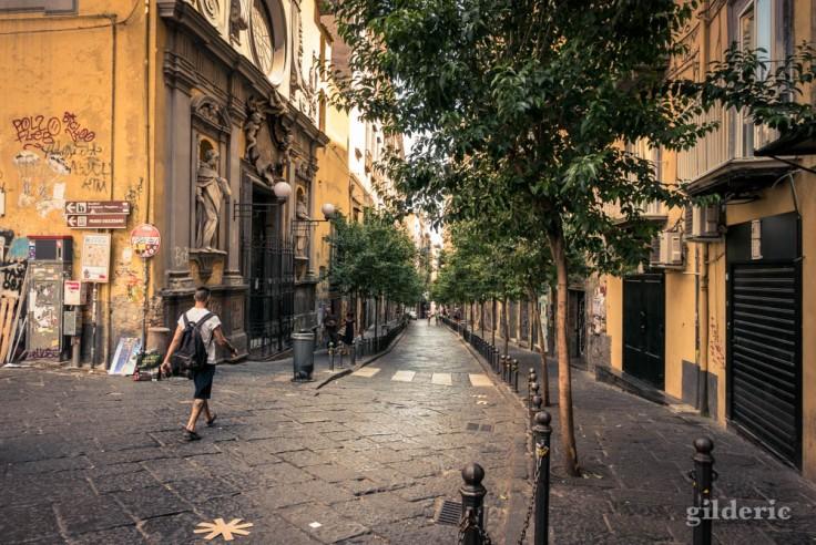 Promeneur solitaire à Naples