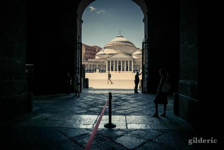 Palais royal et Piazza del Plebiscito à Naples