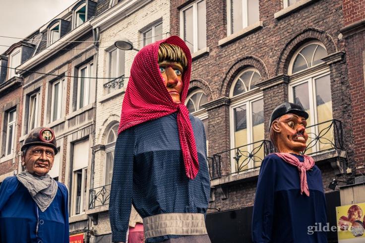 Tchantchès et Nanesse (géants de Liège) en tête du cortège du 15 août