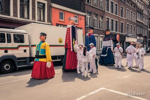 Géants de Bruxelles, avant le cortège du 15 août en Outremeuse