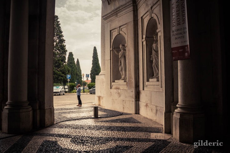 Street photography à Lisbonne : pause cigarette à Ajuda