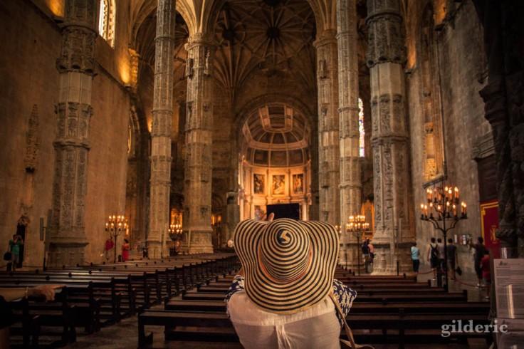 Street photography à Lisbonne : le chapeau des Hiéronymites