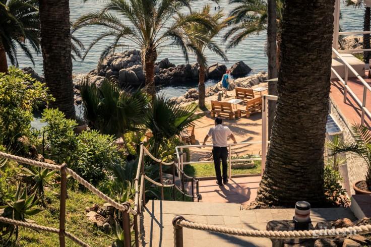 Lloret de Mar : le serveur avant le rush