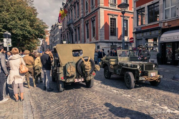 Jeeps devant l'hôtel de ville de Liège (75e anniversaire de la libération)
