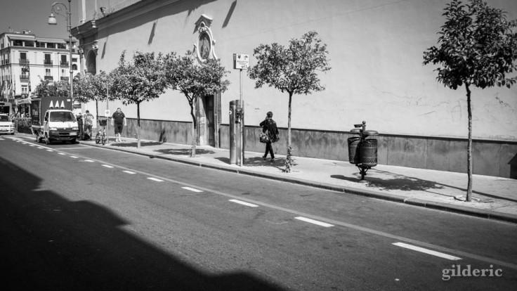 Street photography à Sorrente en noir et blanc